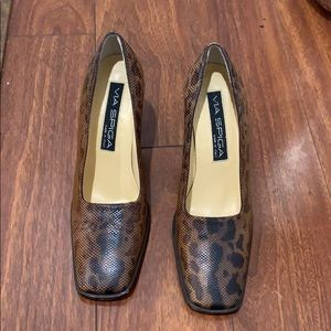 Via spigal Cheetah print heels